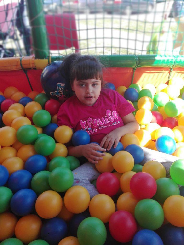 «Постоянно просить о помощи – другой альтернативы нет»:история девочки с синдромом Ретта